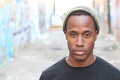 Individuo afroamericano joven enrrollado Imagenes de archivo
