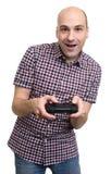 Individuo alegre que juega al videojuego Imagen de archivo