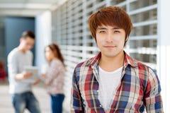 Individuo asiático sonriente Foto de archivo libre de regalías
