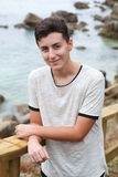 Individuo atractivo del adolescente el día de fiesta Imagen de archivo