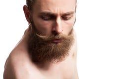 Individuo barbudo fresco en el fondo blanco Imagenes de archivo