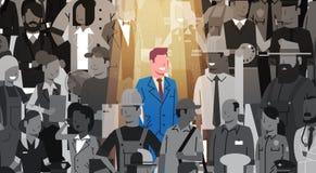 Individuo de la muchedumbre de Stand Out From del líder del hombre de negocios, grupo de la gente del candidato del reclutamiento Foto de archivo libre de regalías