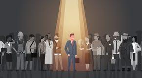 Individuo de la muchedumbre de Stand Out From del líder del hombre de negocios, grupo de la gente del candidato del reclutamiento Imagenes de archivo