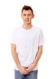 Individuo de la sonrisa de los jóvenes en la camiseta blanca Foto de archivo