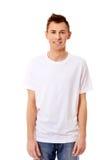 Individuo de la sonrisa de los jóvenes en la camiseta blanca Imagen de archivo libre de regalías