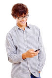 Individuo de la universidad con el teléfono móvil en su mano Fotografía de archivo
