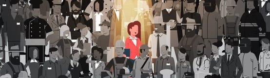 Individuo della folla di Stand Out From del capo della donna di affari, gruppo della gente del candidato di assunzione della riso Fotografia Stock