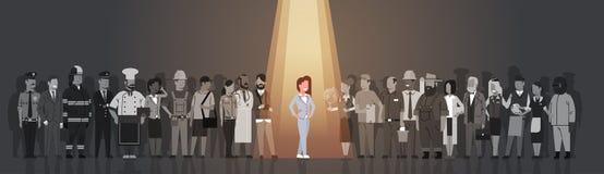 Individuo della folla di Stand Out From del capo della donna di affari, gruppo della gente del candidato di assunzione della riso Immagine Stock Libera da Diritti