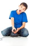 Individuo divertido con una palanca de mando que juega a juegos Foto de archivo libre de regalías