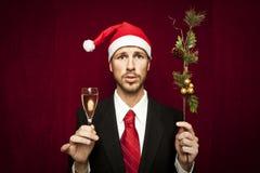 Individuo divertido joven con el sombrero de la Navidad Fotos de archivo