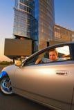 Individuo en el coche Foto de archivo