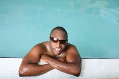 Individuo en una piscina Imagen de archivo libre de regalías