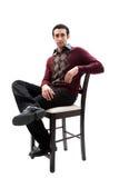 Individuo hermoso que se sienta en silla Imagenes de archivo