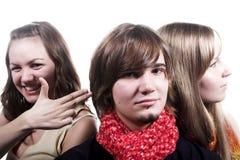 Individuo hermoso y dos muchachas hermosas Imagen de archivo libre de regalías