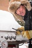 Individuo infeliz de la barbacoa en nieve Fotografía de archivo