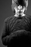 Individuo joven en un suéter Imágenes de archivo libres de regalías