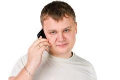 Individuo joven hermoso que habla en el teléfono celular Foto de archivo