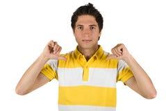 Individuo lindo que señala a su camiseta Imagenes de archivo