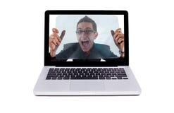 Individuo loco en una computadora portátil Imagen de archivo libre de regalías