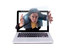 Individuo loco en una computadora portátil Foto de archivo libre de regalías