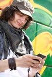 Individuo moderno con el teléfono móvil Foto de archivo libre de regalías
