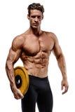 Individuo muscular del culturista que hace ejercicios con pesas de gimnasia foto de archivo libre de regalías