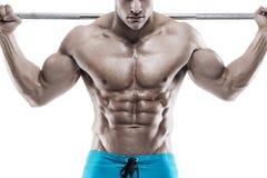 Individuo muscular del culturista que hace ejercicios con pesas de gimnasia sobre whi Foto de archivo libre de regalías