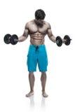 Individuo muscular del culturista que hace ejercicios con pesas de gimnasia sobre whi Fotografía de archivo libre de regalías