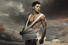 Individuo muscular hermoso joven Imagen de archivo libre de regalías