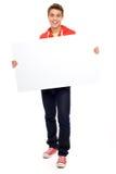 Individuo ocasional con el cartel en blanco Imagen de archivo