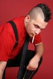 Individuo punky con un cigarrillo Imágenes de archivo libres de regalías
