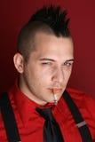 Individuo punky con un cigarrillo Fotos de archivo