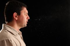Individuo que estornuda Fotos de archivo libres de regalías