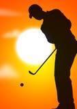 Individuo que juega a golf Fotos de archivo