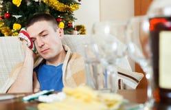 Individuo que tiene resaca después de celebrar Año Nuevo Imagen de archivo
