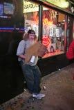 Individuo sin hogar en New York City Imágenes de archivo libres de regalías