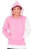 Individuo sonriente en camiseta rosada Imagen de archivo libre de regalías