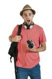 Individuo turístico atractivo joven con la cámara y auriculares aislados en blanco Fotografía de archivo libre de regalías