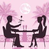 Individuo y la muchacha una reunión romántica en el restaurante St Día del ` s de la tarjeta del día de San Valentín Imagen de archivo