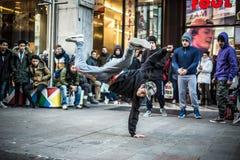 Individuos de Breakdancer en el baile de Milán en la calle Fotografía de archivo libre de regalías