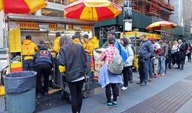 Individuos Halal, comida de la calle Fotos de archivo libres de regalías