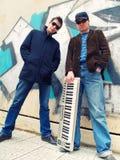 Individuos urbanos con un teclado Foto de archivo