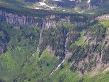 Indo à estrada de Sun, ideia da paisagem, campos de neve no parque nacional de geleira em torno de Logan Pass, lago escondido, fu fotos de stock royalty free