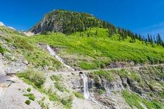 Indo à estrada de Sun, parque nacional de geleira imagens de stock royalty free