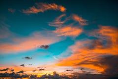 Indonésia, Bali - opinião do céu do por do sol Skyscape fotografia de stock