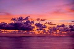 Indonésia, Bali - por do sol com vista para o mar Skyscape Imagem de Stock