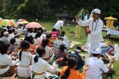IndonesHindus Melasti ritual Royaltyfri Foto