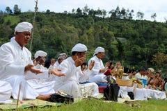 IndonesHindus Melasti ritual Royaltyfri Bild