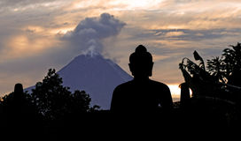 Indonesië, Java, Borobudur: Merapi royalty-vrije stock foto