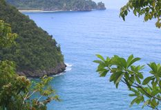 Indonesië: Mening van overzees en bomen in Aceh Royalty-vrije Stock Foto